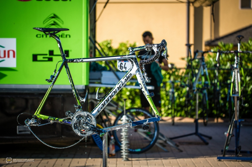 2014 Giro d'Italia - Mechanics @ Work